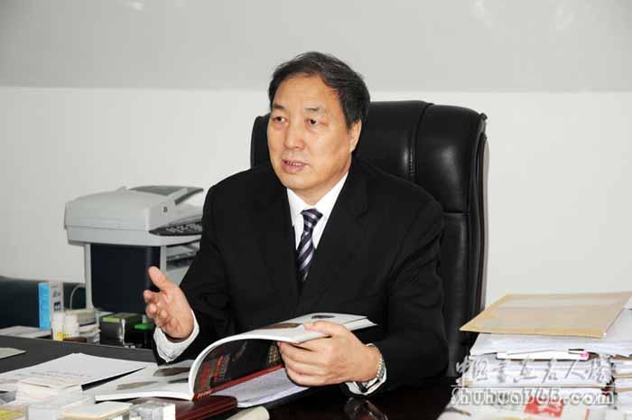 杂志社揭牌,并向《中华书画家》杂志社社长赵德润和主编刘松林授牌.图片